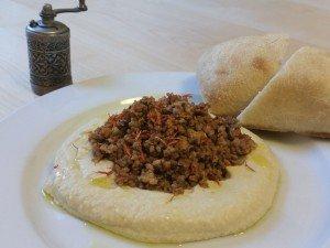 Hummus mit Faschiertem